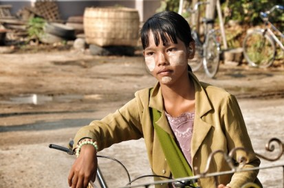 Burmese Kid in Bagan