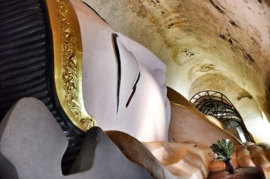 Huge reclining Buddha