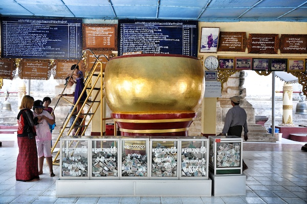Manuha Phaya Temple Entrance