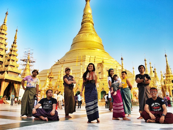 Pinoy Travel Bloggers wearing Longyi in Shwedagon Temple