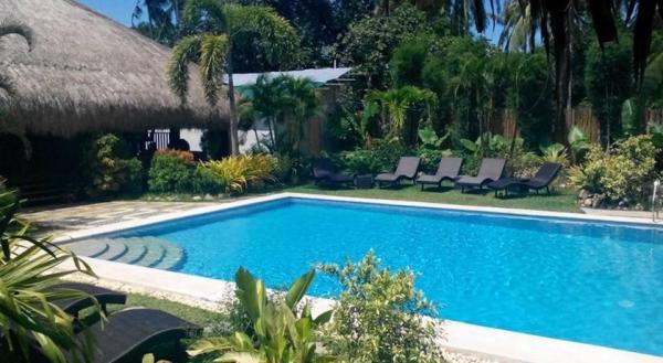 Swimming pool Lio Villas Resort