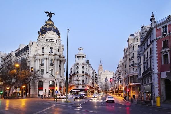 Madrid Travel Guide Edifisio Metropolis building on Gran Via street