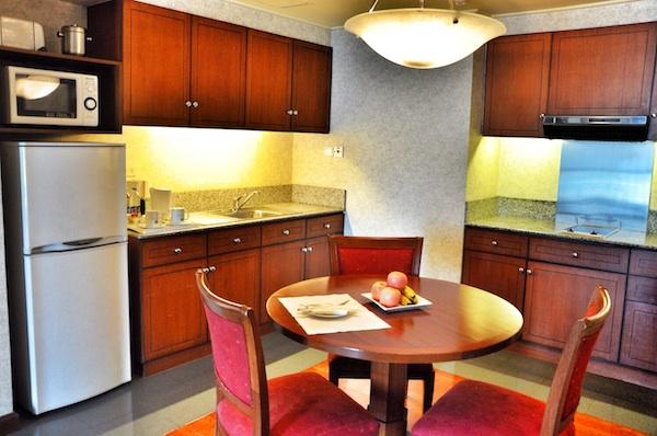 One Bedroom Executive Suite Kitchen