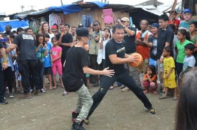 Justin Bieber plays hoops against Chot Reyes in Tacloban City