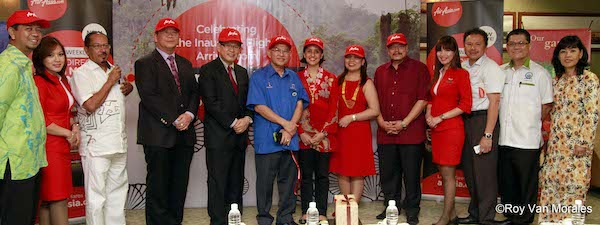 Miri Officials, Sarawak Tourism Board and AirAsia Zest Officials at Miri Airport