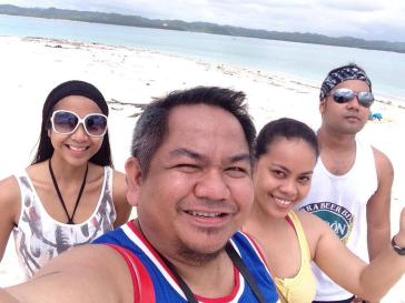 Pinoy Travel Bloggers in Naked Island