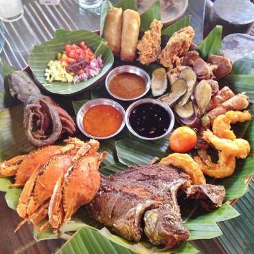 Lunch at Isdaan Floating Restaurant in Tarlac