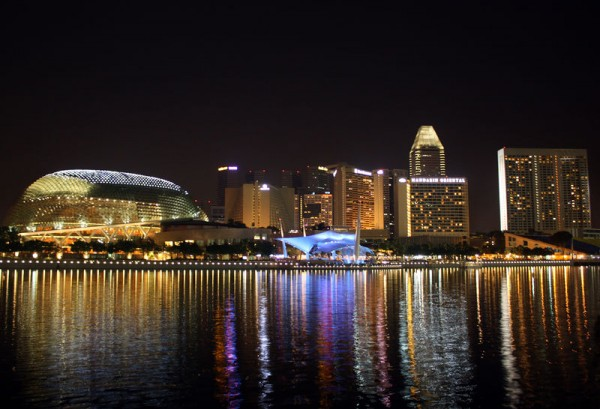 Marina Bay and Marina Centre in Singapore at Night taken on 1 May, 2009 by Wolfgang Sladkowski