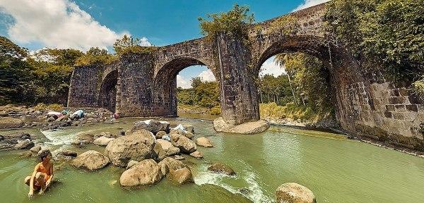 Puente de Malagonlong photo by Marianosayno via Wikipedia CC