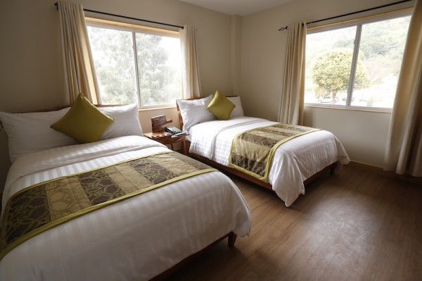Green Canyon's spacious deluxe room features a bright and airy decor