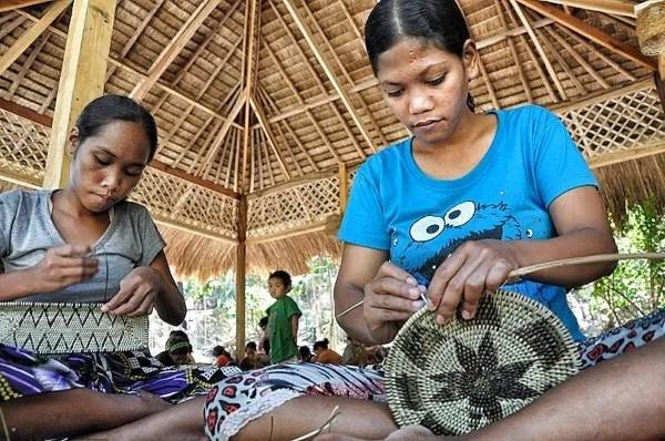 Mangyan Village Iraya Tribe weaving Nito Plates