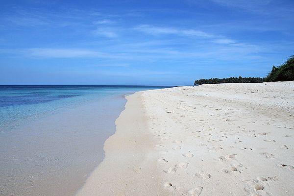 Saud Beach by John Ryan Cordova via Wikipedia