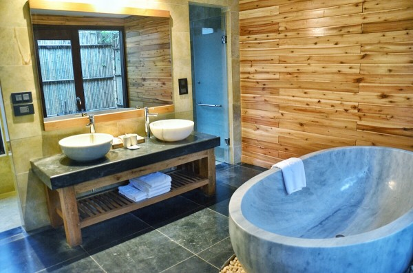 Bathroom inside Forest Bungalow Rooms