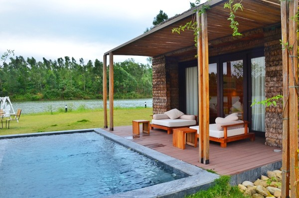 Deluxe Villa Rooms with Lake View