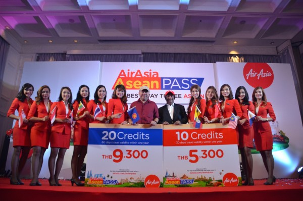 Tan Sri Tony Fernandes and Datuk Kamarudin Meranun during the Asean Pass launch