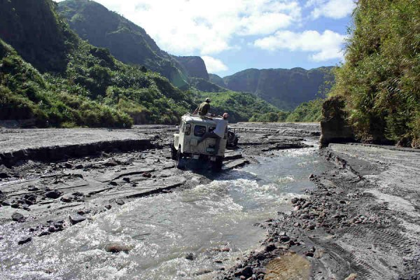 4x4 offr oad driving near Mount Pinatubo