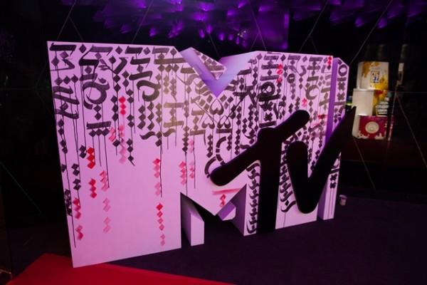 6 - MTV logo live art piece by Archie Geotina