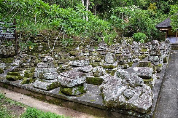 Goa Gajah stupas
