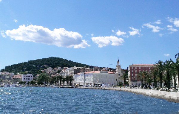 Marjan Hillas seen from theRiva Promenadein Croatia, 2013 - by DIREKTOR - Own work. Licensed under CC BY-SA 3.0 via Wikimedia Commons - Exciting City of Split, Croatia