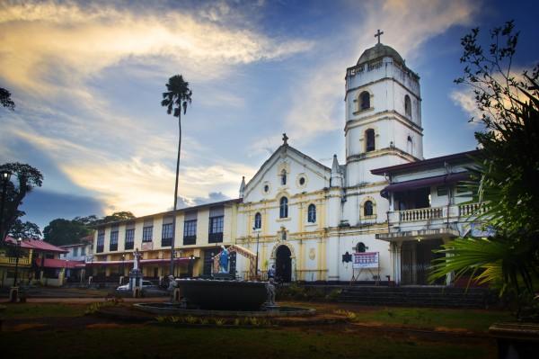 St Francis of Assisi Church (Sariaya), facade and plaza