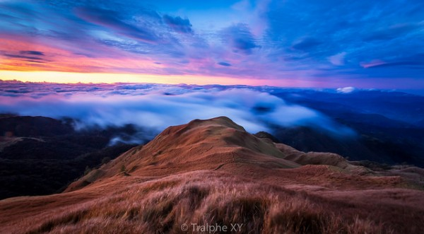 Sunrise in Mt Pulag by Tralphe XY via Flickr