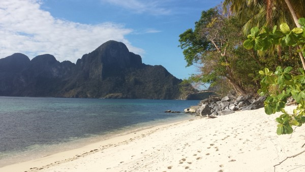 beautiful beach in front of Cadlao Island