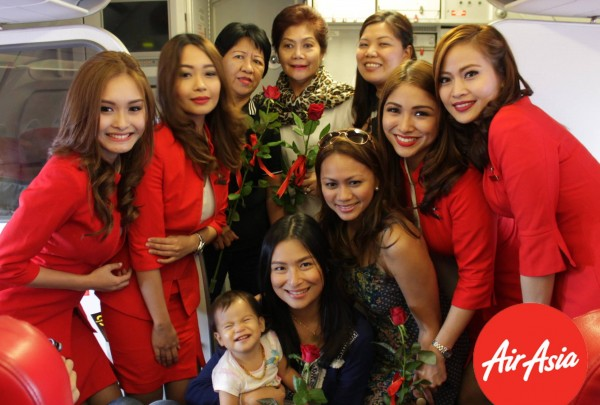 AirAsia surprised all moms onboard with RED roses