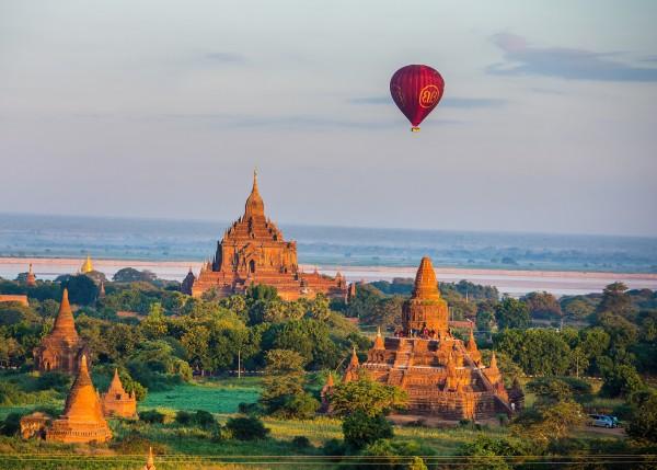 Hot Air Balloon in Old Bagan