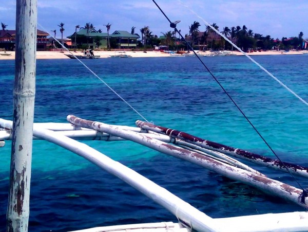 Go on an island hopping tour and end in Kalanggaman