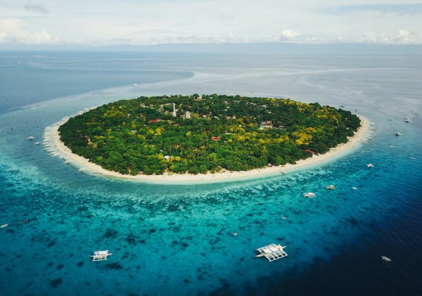 Balicasag Island Best Snorkel Places by James Connolly via Unsplash