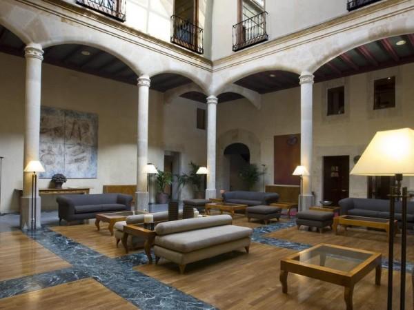 Lobby of NH Palacio de Castellanos Hotel in Salamanca