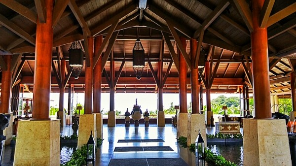Lobby Lounge Entrance
