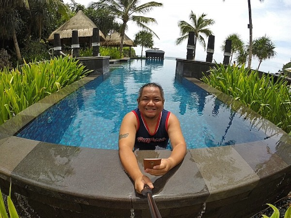 Selfie at the infinity pool