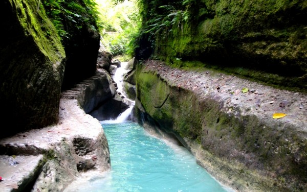 The natural waterslide and dive spot