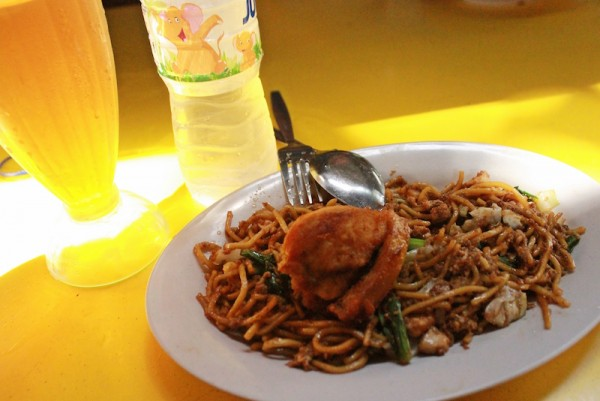 A cafeteria within the sanctuary serves typical Malaysian fare like Ayam Mee Goreng or spicy chicken noodles