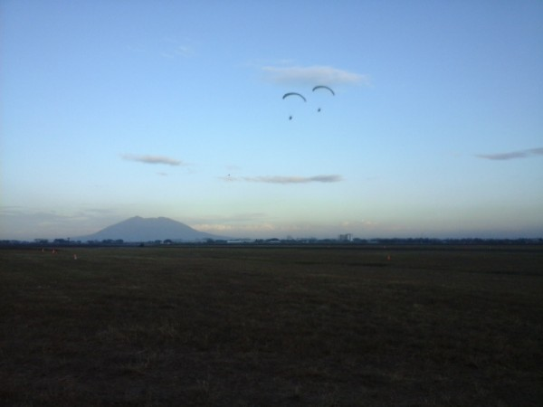Award-winning identical twin paragliders
