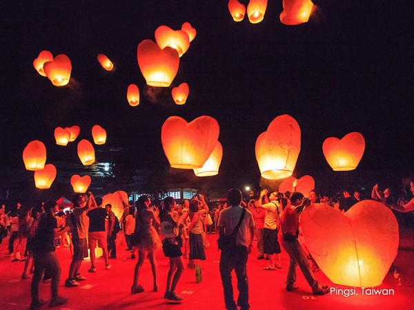 The Pingxi Sky Lantern Festival offers a majestic view of a thousand glowing lanterns floating in the night sky, representing prayers and the purification of souls to welcome the Chinese New Year.