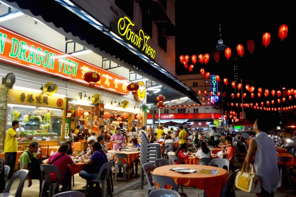 choosing where to dine at Jalan Alor can be tough