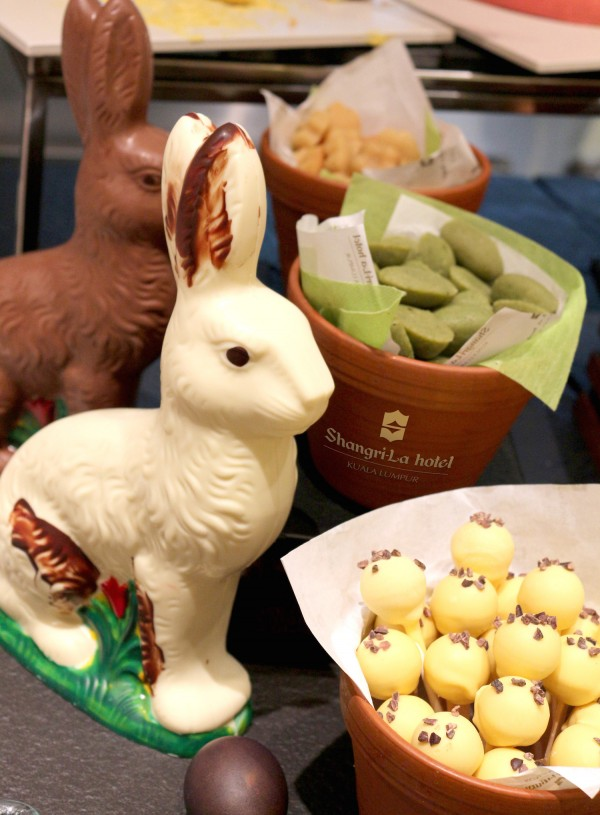There will be fun activities for the children, such as Easter egg decoration and face painting at Lemon Garden Cafe, Shangri-La Hotel, Kuala Lumpur.