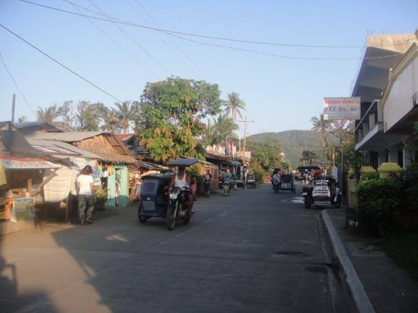 A thriving community on the road behind the beach