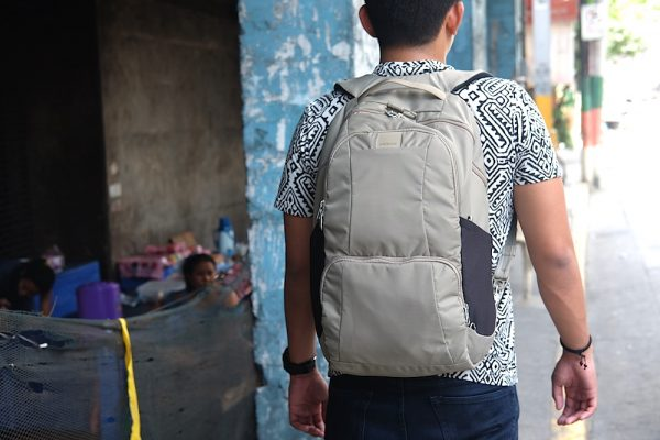 Walking in Binondo with Pacsafe Metrosafe LS450 Anti-Theft 25L Backpack