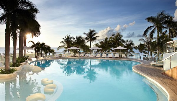 Movenpick Hotel Mactan Island Cebu Swimming Pool