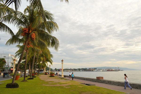 The promenade along Rizal Boulevard