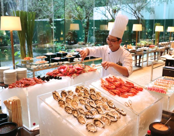 The freshest seafood – oysters, prawns, crabs and more – on the Seafood Buffet Dinner at Lobby Lounge
