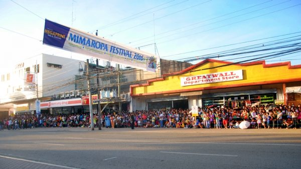 Locals and tourists alike waited for the arrival of the street dancers and floats.