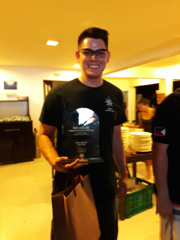 Filipino actor Richard Gutierrez, who for 10 years has made diving his escape to find peace and quiet, topped 100 competitors in the marine behavior (open class) category and also placed third in the fish portrait category.