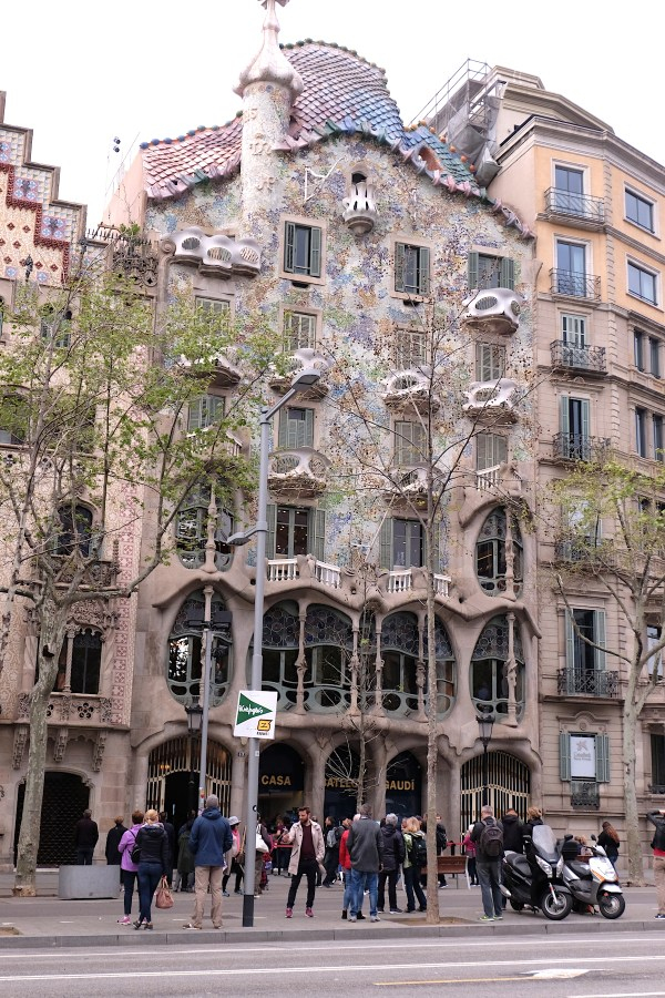 Casa Batllo from the other street
