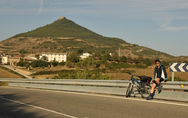 This hill in Villamayor de Monjardin with a castle at the top is a long, hard climb that I didn't attempt!