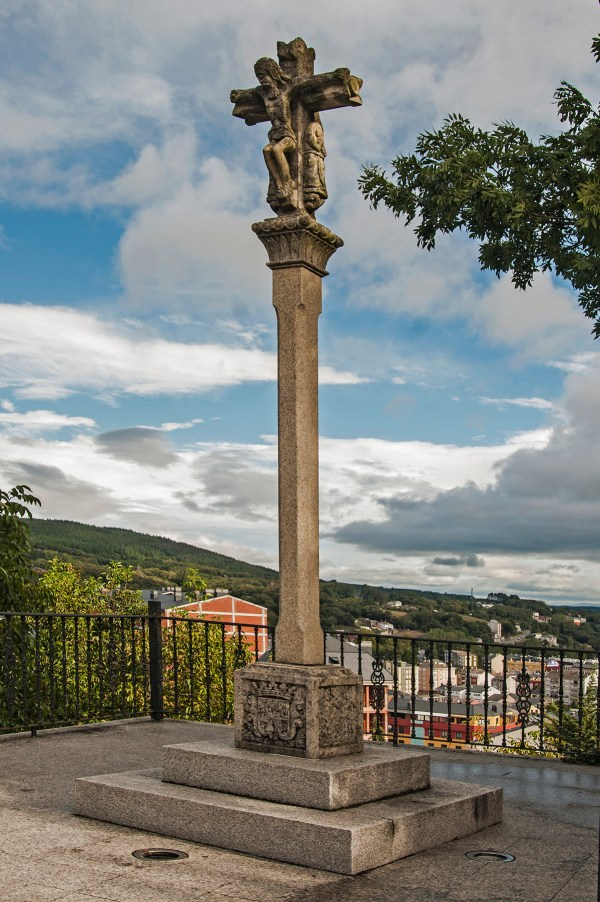 A cross at the top of the hill overlooking Sarria.