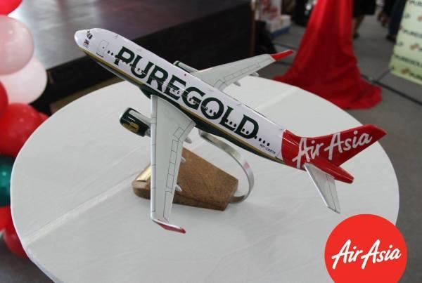 Diecast of AirAsia Puregold Livery Aircraft